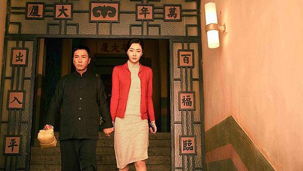甄子丹與熊黛林在《葉問3》中飾演鶼鰈情深的葉問夫妻.jpg