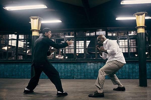 拳王泰森及甄子丹在《葉問3》的對戰 都是來真的-2.jpg