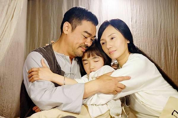 劉青雲戲裡很疼愛妻女.JPG