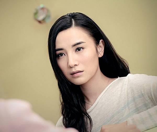 女星宋佳在片中演出女孩的姊姊.jpg