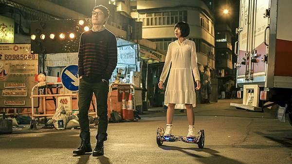 林明禎為戲勤練滑板車 卻不慎摔傷.JPG
