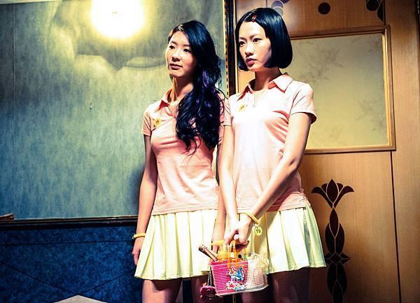 廖子妤(右)、余香凝(左)演出澳門按摩店 被稱作「骨妹」的女按摩師之間閨蜜情誼.jpg