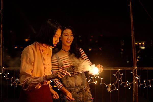 新演員廖子妤(左)、余香凝 戲裡女女曖昧 戲外親如家人.jpg