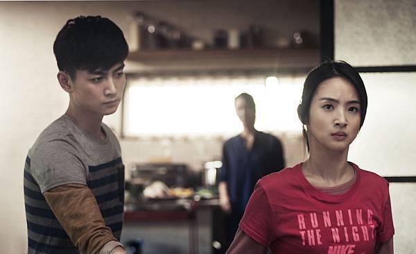 陳曉和林依晨戲中飾演姊弟 關係緊張.jpg