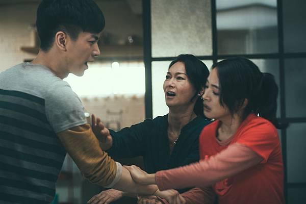陳曉(左起)、惠英红、林依晨.jpg