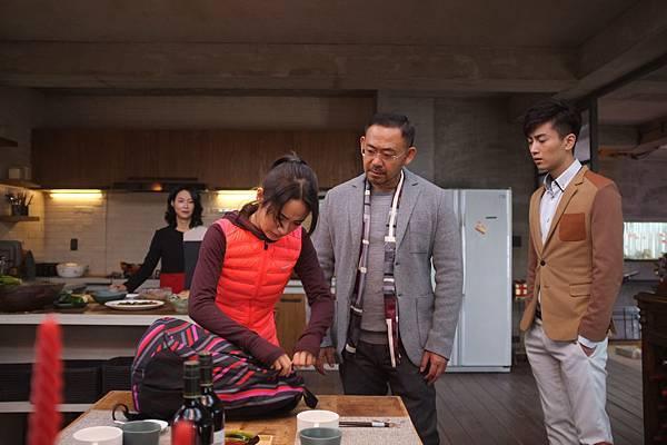 惠英紅(左起)、林依晨、姜武、陳曉飾演一家人.JPG