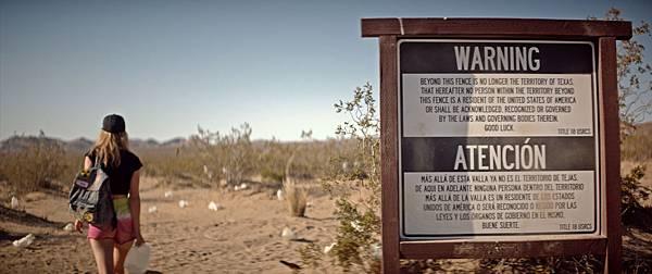 《生存者》在美國沙漠區實景拍攝 好萊塢大咖們無懼烈日高溫及風沙前往拍攝.jpg