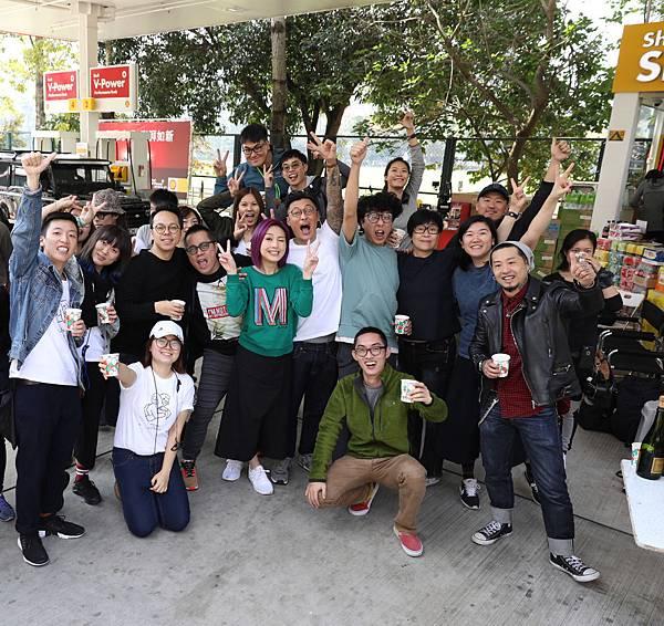 殺青現場開香檳慶功.jpg