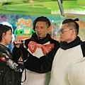 顏卓靈(左起)與張繼聰、白只在《今晚打喪屍》裡共同力抗喪屍.JPG