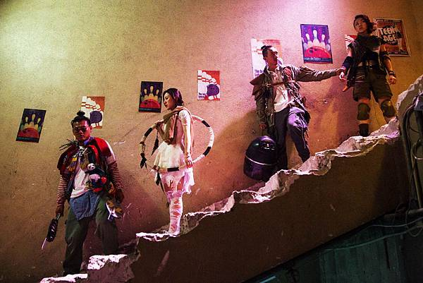 白只(左起)、王敏奕、張繼聰、顏卓靈 共同殺出重圍力抗喪屍.jpg