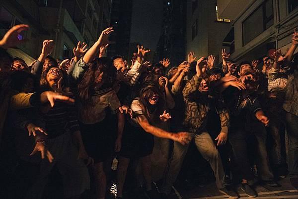 喪屍圍城畫面太恐怖 在香港戶外廣告遭禁播.jpg