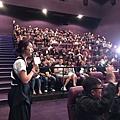 楊千嬅和觀眾們互動.jpg