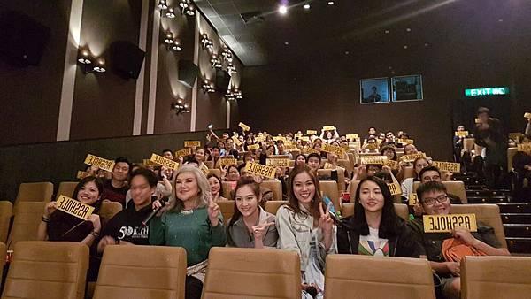 楊千嬅與邵音音 戲中母女檔 一同至戲院突擊謝票2.jpg