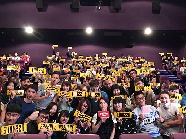 楊千嬅與邵音音 戲中母女檔 一同至戲院突擊謝票3.jpg