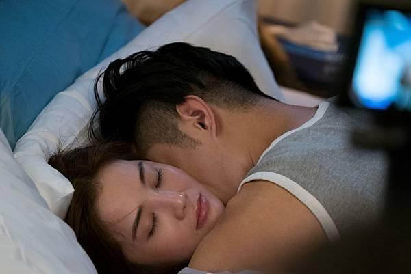 阿Sa與型男人夫周柏豪上演親密床戲7.JPG