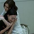 阿Sa及母親惠英紅演出痛失親人 兩人一就位便立即入戲相擁痛哭1.JPG