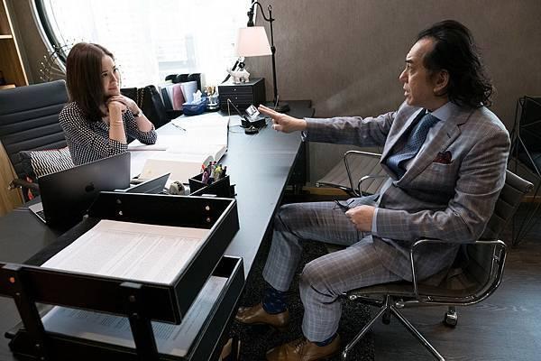 黃秋生在戲中飾演阿Sa專打離婚官司的師父.JPG