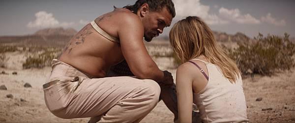 傑森摩莫亞在沙漠.jpg