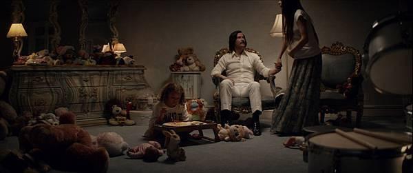 基努李維飾演安樂窩統治者 擁有許多懷孕女友.jpg