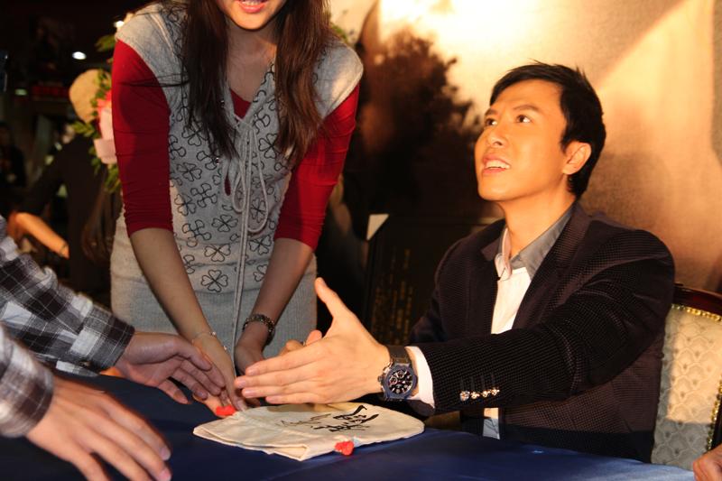 甄子丹親筆在米袋包上簽名.JPG