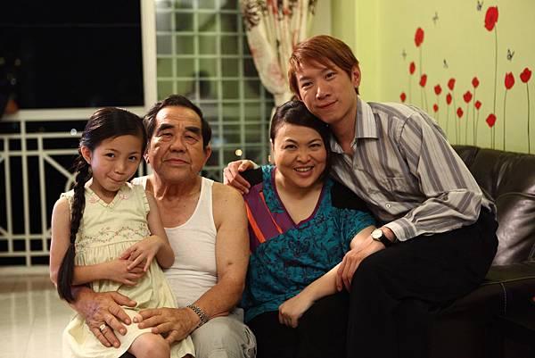 VIVIAN FAMILY.JPG