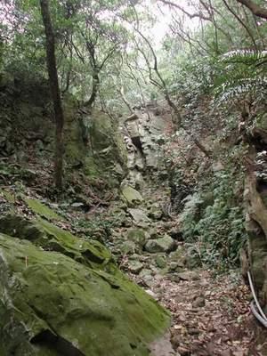 附近的崖壁