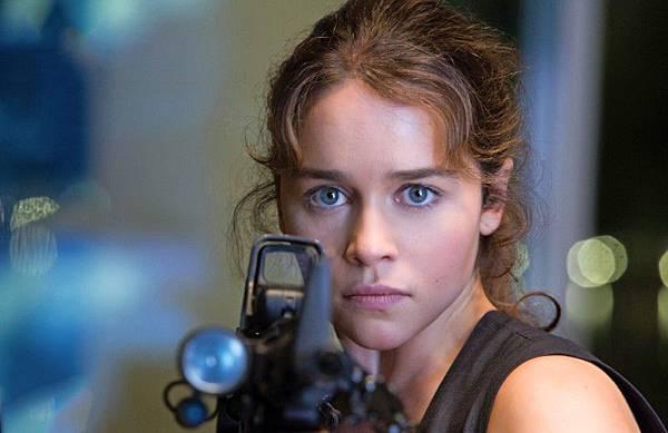 《魔鬼終結者:創世契機》新版莎拉康納有著完全不同的歷史背景,艾蜜莉亞表示與舊版有著完全不同的角色個性。