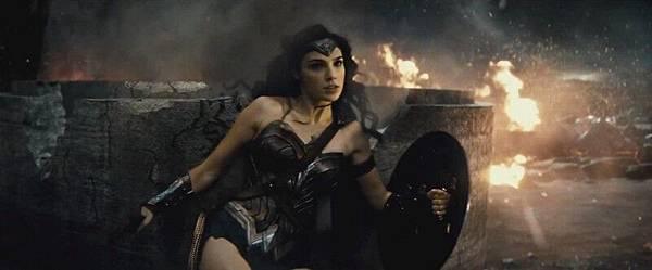 《蝙蝠俠對超人:正義曙光》預告-神力女超人-蓋兒賈多特.jpg