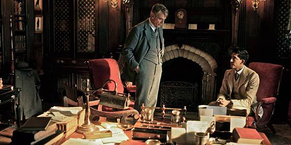 Jeremy-Irons-og-Dev-Patel-i-The-Man-Who-Knew-Infinity-1024x512.jpeg