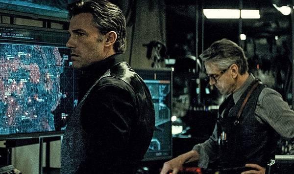it-s-the-bruce-wayne-show-in-dc-s-final-batman-vs-superman-trailer-835876.jpg