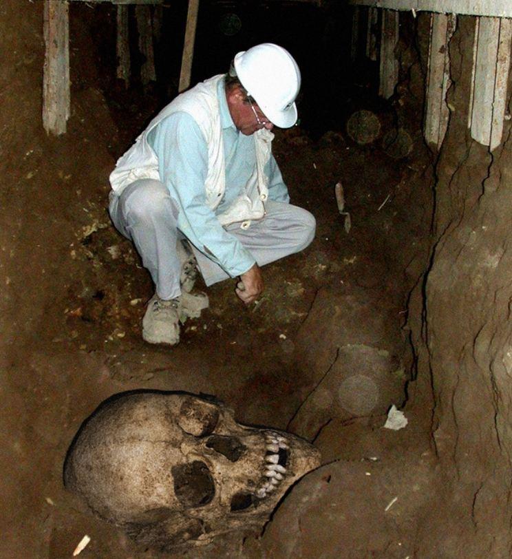 巨人骨骸2.jpg