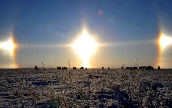 天上出現三個太陽 的奇觀.bmp