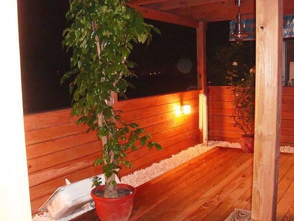 鵝卵石與木頭搭配出典雅的日式風格
