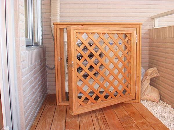 將主機用隔柵做修飾及保護