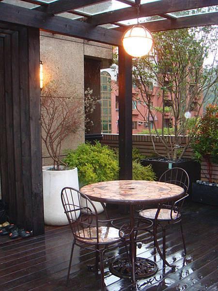 稍微帶著外國風味的野餐桌,日式中輕輕的帶上了簡單的鄉村感,舒適而自然