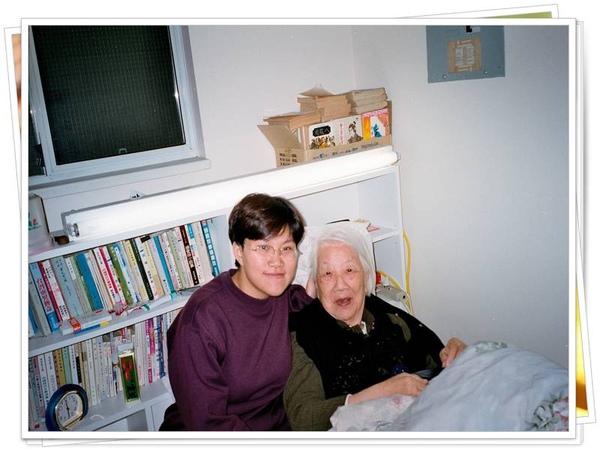 Old Grandma. 一百多歲.jpg