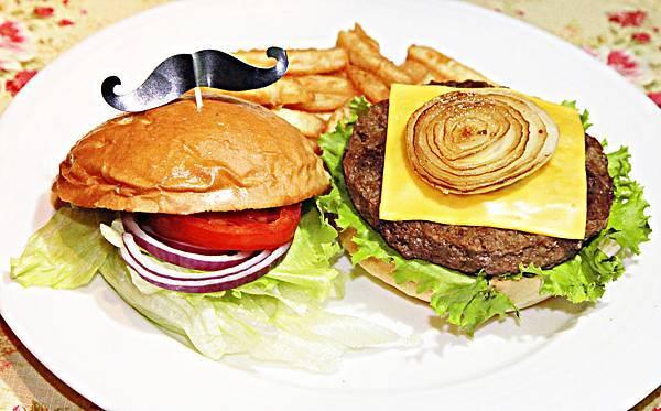 洋蔥牛肉堡.jpg