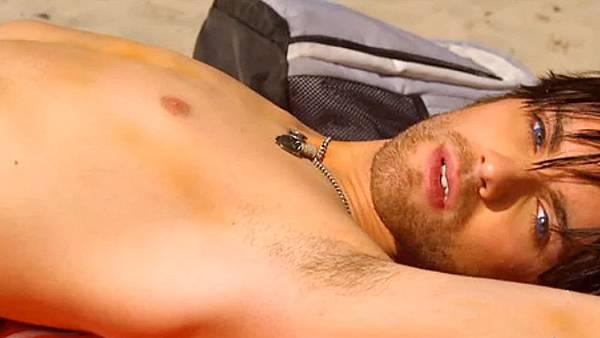 Kaboom-starring-Thomas-Dekker-and-Chris-Zylka-13