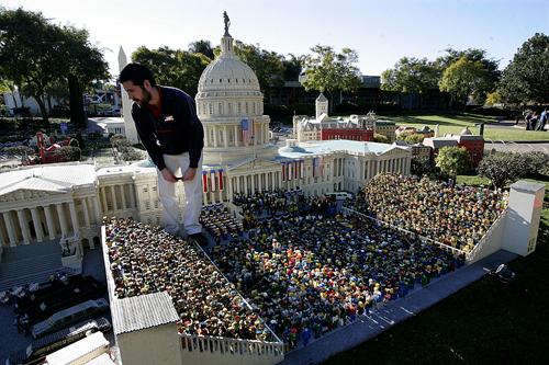 Legoland-Barack-Obama-inauguration_44562791.jpg