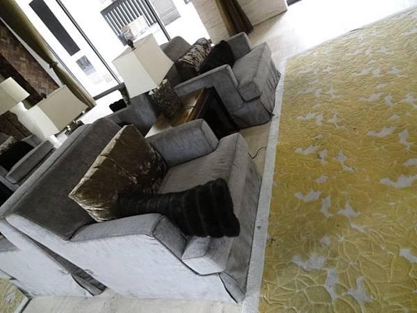 沙發與地毯