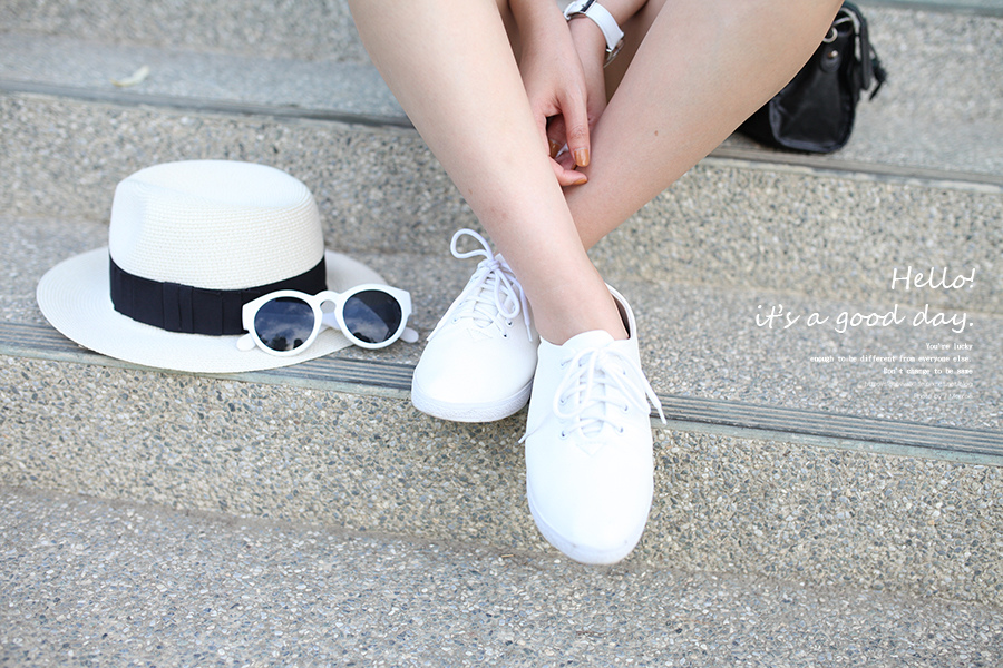 WHITE SHOES OUTFIT 20