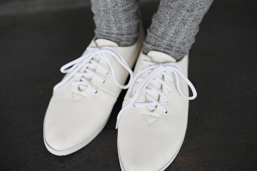 WHITE SHOES OUTFIT 25