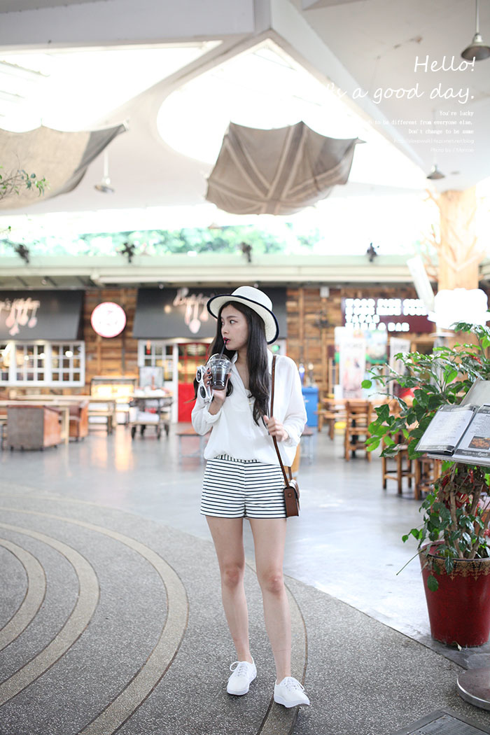 WHITE SHOES OUTFIT 27