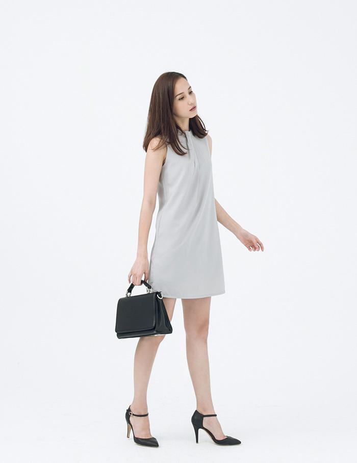 A LADY 端莊典雅立體美感斜折造型無袖洋裝