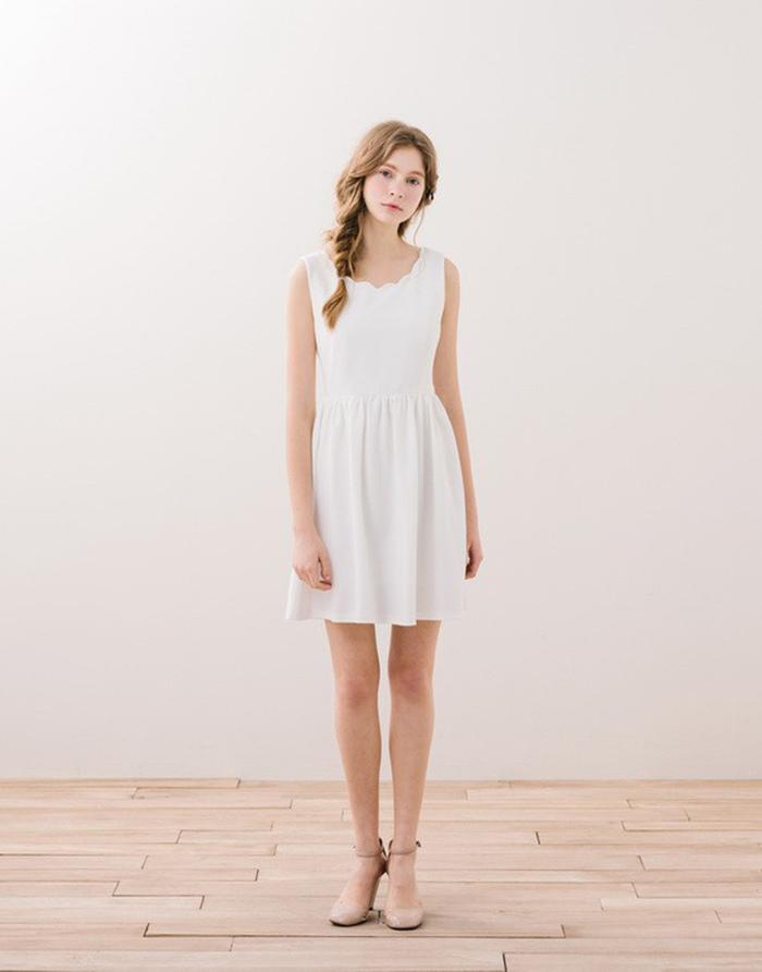 PAZZO 輕甜氣質花瓣領洋裝