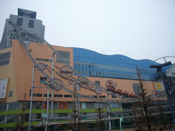 雲霄飛車還會越過Tokyo Dome City