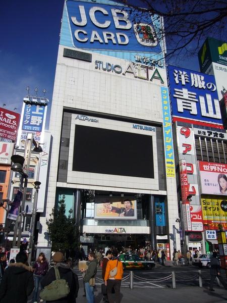 新宿另一家好逛的店, 許多小店面, 價錢也比較親切