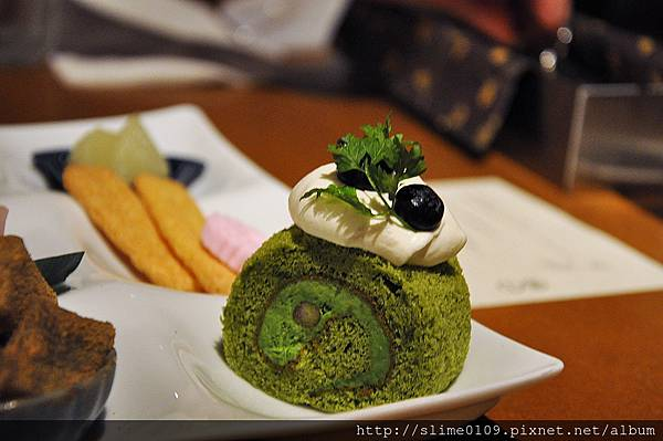 抹茶のロールケーキ