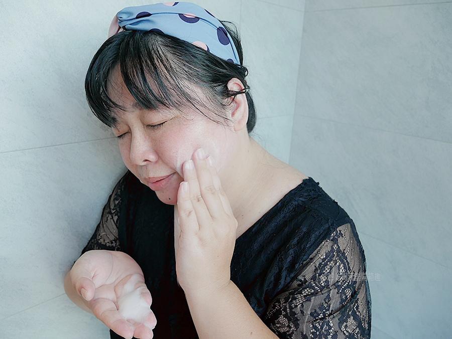 開箱文Aquarorine艾可羅琳純淨保濕水潤潔顏慕絲與純淨保濕緊緻修復精華夏日的保養從洗臉開始讓你不在滿臉油光 (11)_mh1595048380911.jpg