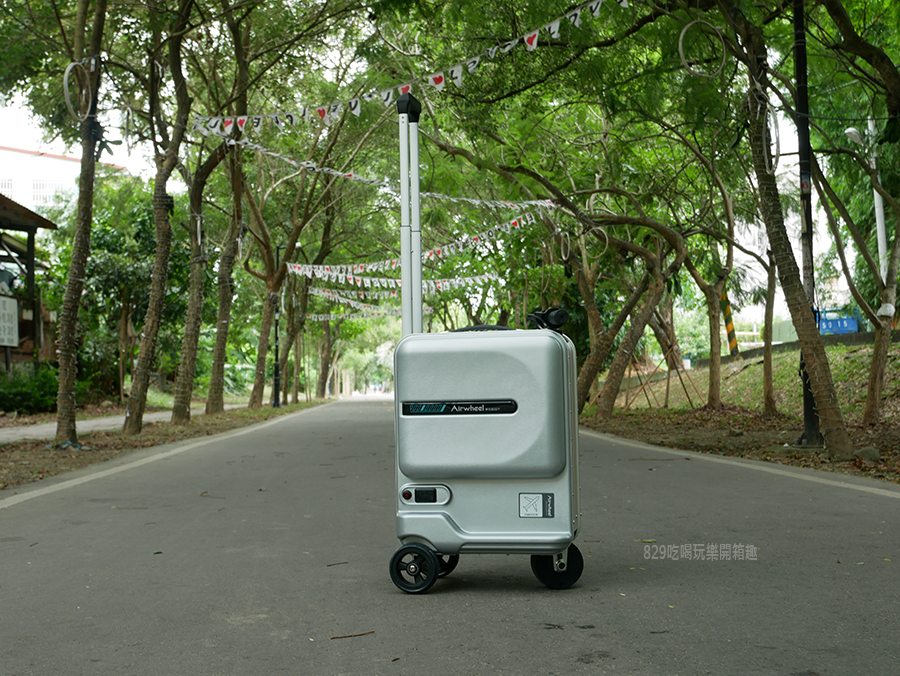 開箱文Airwheel SE3mini 電動行李箱騎行拖拉二用大容量智能行李箱可前進、後退大容量的行動電源 (10).png